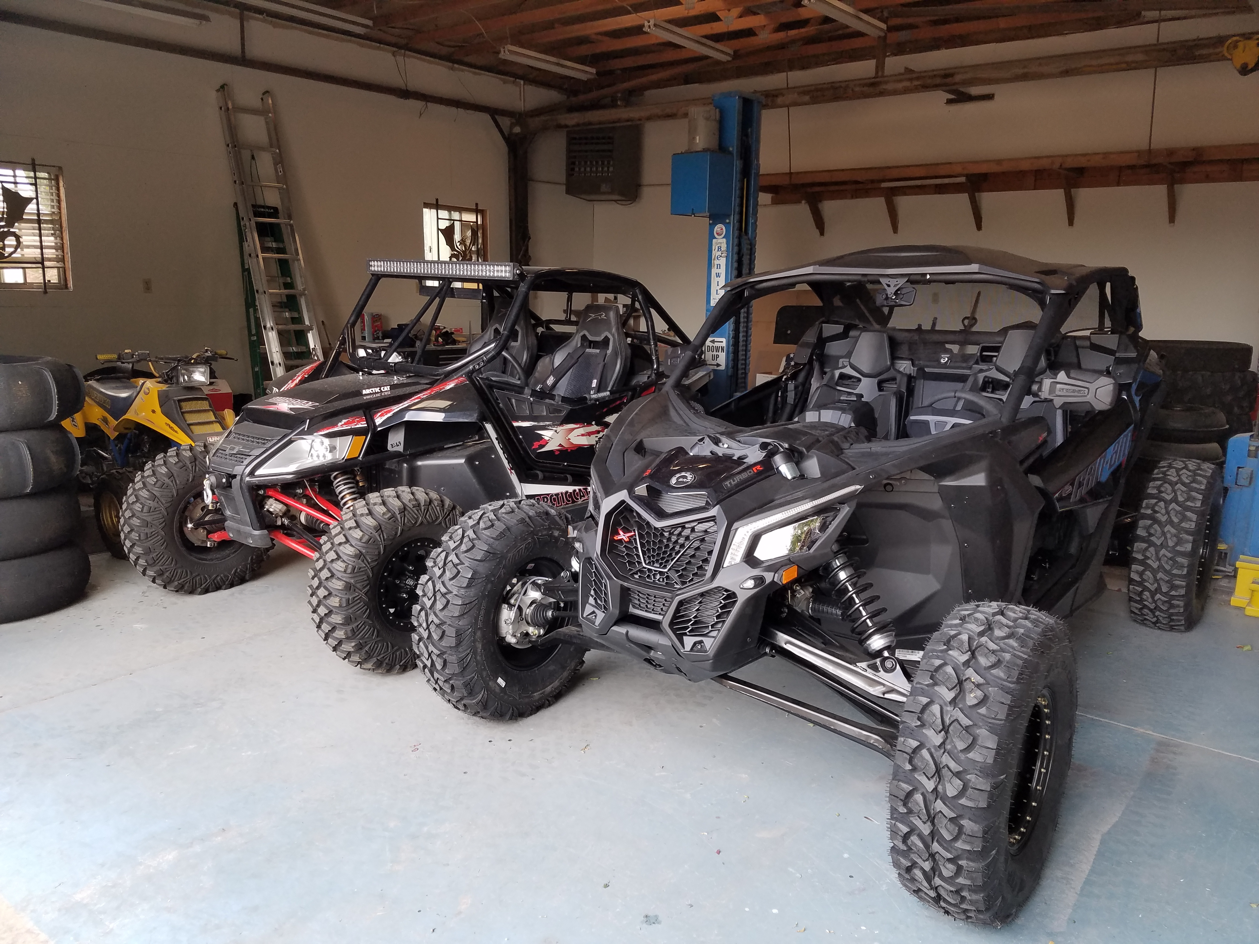 Pics and differences between my wildcat x and canam x3