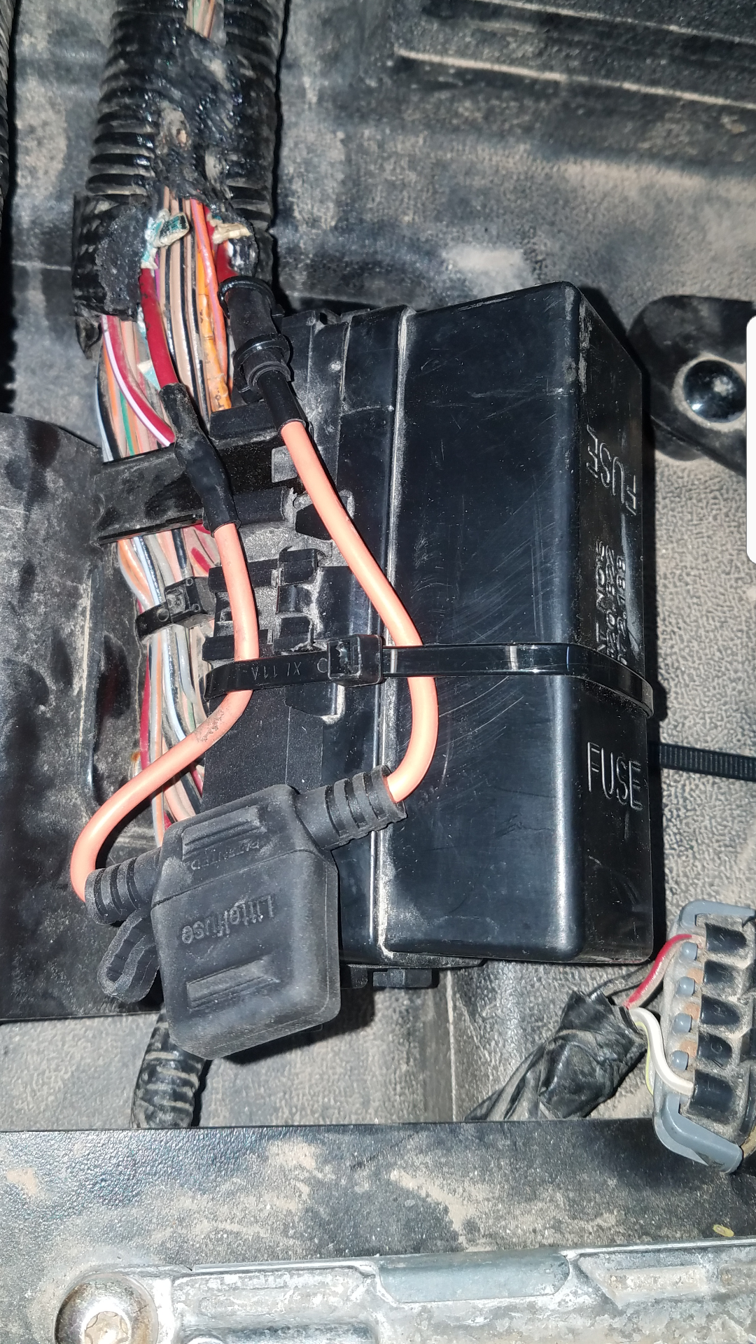Galaxy Fuse Box Melted : Melted fuse box